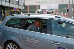 Ministerin Anke Rehlinger in einem der Testfahrzeuge